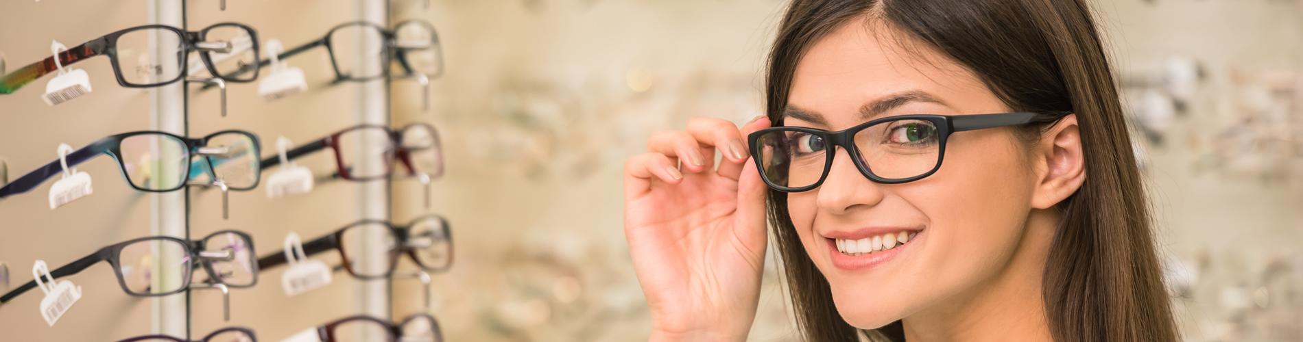 Frau mit Brille - Optik Zach Aschaffenburg