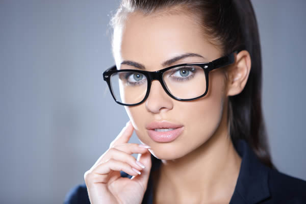 Brille für Damen - Stil modern - Optik Zach Aschaffenburg