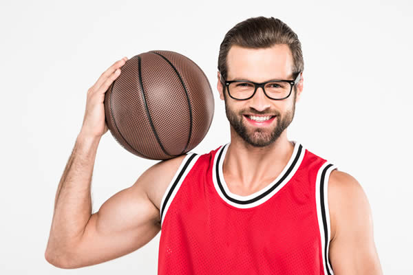 Mann mit Brille, Brille beim Sport - Optik Zach Aschaffenburg