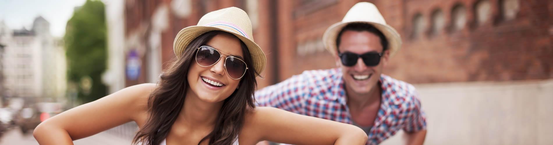 Paar mit Sonnenbrille - Optik Zach Aschaffenburg